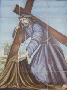 Mural de azulejos del Santísimo Cristo del Paño presente en la puerta de la casa de Santo Custodio